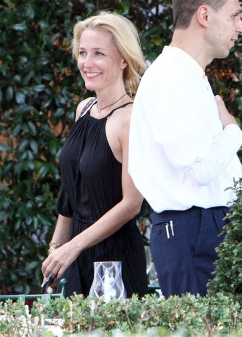 Gillian Anderson and Peter Morgan at a romantic dinner -03